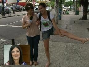 Repórter coloca o povo para fazer contorcionismos nas ruas - Geovanna Tominaga se diverte com a reação das pessoas