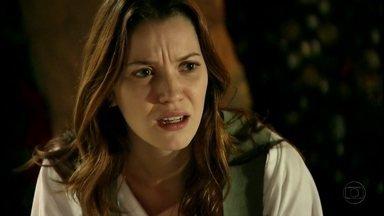 Débora descobre que Jorginho é filho de Carminha - Lucinda revela que Jorginho já descobriu a verdade sobre sua mãe biológica