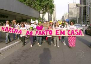 Mulheres fazem manifestação a favor do parto em casa - Em várias partes do Brasil, mulheres foram às ruas numa marcha em defesa do parto em casa. A mobilização começou na internet, pelas redes sociais, e foi levada adiante. Tudo foi motivado por uma reportagem do Fantástico.