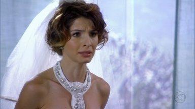 Cap 20/6 - Cena: Isadora percebe que as fotos do slideshow foram trocadas - Ela fica envergonhada perante os convidados e manda parar a apresentação