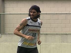 Botafogo enfrenta a Ponte Preta com dúvida no ataque e novidade na defesa - Elkeson e Loco Abreu disputam vaga na frente. Atras, Glorioso terá o retorno de Antônio Carlos.