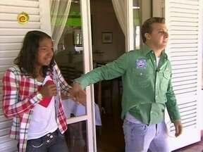 Huck lembra início da história de Duda e mostra obras na nova casa - De limosine, família chega ao novo lar