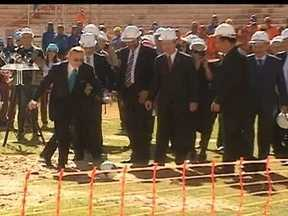 Comitiva da Fifa visita as obras do Estádio Nacional Mané Garrincha - Participaram da visita o presidente da CBF, José Maria Marin, o ministro do esporte, Aldo Rebelo e os ex-jogadores Bebeto e Ronaldo.
