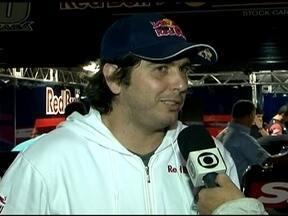 Rivais, Cacá Bueno e Daniel Serra disputam a liderança da Stock Car - Sem clima, pilotos comentam sobre a rivalidade da competição.