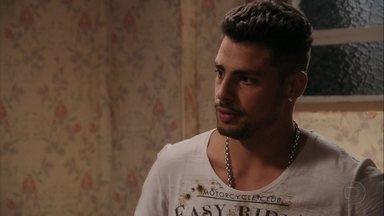 Avenida Brasil - Capítulo de sexta-feira, dia 29/06/2012, na íntegra - Jorginho flagra Max saindo do quarto de Nina