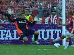Fluminense vence Náutico no Recife graças a excelente atuação de Diego Cavalieri - Samuel Rosa marcou os dois gols da vitória tricolor.