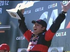 Cacá Bueno vence Etapa de Londrina da Stock Car - Daniel Serra chegou em terceiro e é o líder do campeonato.