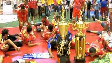 Juína recebe com festa os campeões da Copa Centro América de Futsal - A cidade de Juína recebeu com festa os campeões da Copa Centro América de Futsal de 2012.