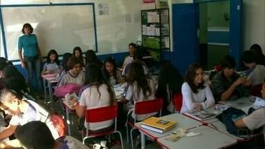 Na sala de aula, crianças especiais têm atenção redobrada - Nem as crianças com necessidades especiais estudam em escolas regulares