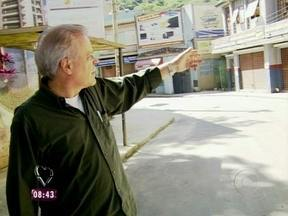 Chico Pinheiro tem dia de turista no Projac! - Chico Pinheiro conhece o Projac pela primeira vez e passeia pelos cenários de A Grande Familia e Gabriela