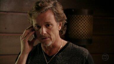 Max promete visitar Ivana - Ele afirma que voltará a morar na mansão assim que se estabelecer profissionalmente. Tufão e Leleco aconselham Ivana a não aceitar Max de volta