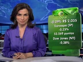 Dólar tem leve queda nesta quarta-feira (11) - No mercado financeiro, a cotação do dólar caiu levemente para R$ 2,035. As bolsas de valores de São Paulo e de Nova York fecharam em queda de 0,25% e 0,38%, respectivamente.