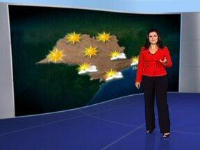 Previsão de tempo firme para o fim de semana - O ar seco volta a ganhar força, o que deve manter o dia sem sinal de chuva, nesta sexta-feira (13). Com o céu parcialmente nublado, a temperatura deve cair devido. No final de semana o tempo será bem típico de inverno.