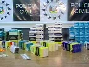 Polícia interdita farmácia que vendia remédios de venda proibida no Rio Grande do Sul - Foram encontrados 2,5 mil comprimidos de venda proibida, 70 caixas de remédios de uso controlado e quatro comprimidos abortivos. Os donos do estabelecimento foram presos em flagrante e a loja fechada.