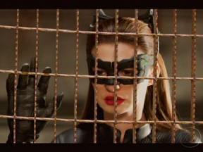 Atores de Batman falam sobre o último filme da trilogia - O ator Christian Bale diz que vai sentir falta do herói, pois o filme mudou sua vida. Anne Hathawya afirmou estar muito orgulhosa de atuar na produção.