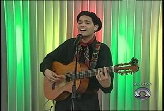Ao vivo no estúdio, música nativista - Adams Cezar faz show no Theatro Treze de Maio no fim de semana