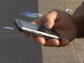 Falta de sinal no celular lidera ranking de reclamações no Brasil - Nos últimos 12 meses, o maior site de reclamações de consumidores no país registrou mais de 100 mil queixas dos serviços das cinco maiores operadoras brasileiras de telefonia móvel e internet.