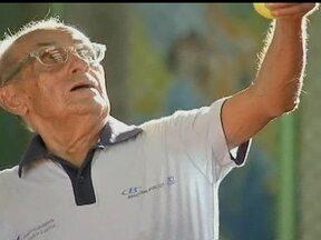 Aos 93 anos de idade, Sr Luiz é o mais velho tenista do Circuito Nacional - Com quase um século de vida, Luiz acredita que a idade é o reflexo da alma.