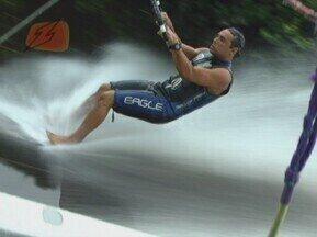 ZAPPEANDO: Conheça o barefoot o esporte que esquia com os pés sobre a água - Conheça melhor esse esporte super radical.