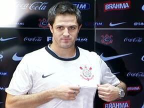Martínez chega, treina e quer jogar pelo Timão - Meia ainda não está relacionado para jogar contra a Portuguesa