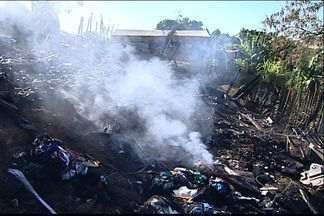 Quatro pessoas morrem em incêndio em Cariacica, no ES - Casal de avós e duas crianças não conseguiram sair da casa em chamas. Resultado da perícia do Corpo de Bombeiros deve sair em 10 dias.
