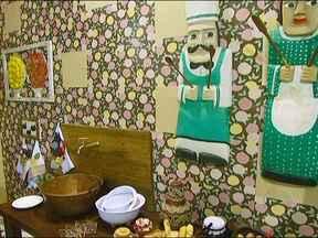 Saiba como usar peças de artesanato na decoração - Confira as dicas de como deixar os ambientes mais charmoso utilizando artesanato. Tecidos adesivos e acessórios antigos podem ganhar uma nova forma na casa.