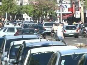 Arapongas é a décima terceira cidade brasileira com mais mortes de crianças no trânsito - Em 2010 nove crianças e adolescentes morreram no trânsito da cidade. Para um especialista no assunto, o município vive uma epidemia de acidentes nas ruas e avenidas. A população gostaria de ver motoristas e pedestres mais conscientes.