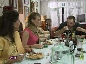 O 'ogro' do reality mostra que é possível fazer pratos gostosos e econômicos - Jimmy inova no jantar e agrada seus companheiros do Jogo de Panelas II
