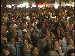 Milhares de pessoas participaram da Caminhada dos Castores na região noroeste - O domingo (5) foi marcado pela fé na região noroeste. Milhares de pessoas participaram da Caminhada dos Castores. Confira como foi realizado o evento que teve como trajeto a rodovia BR-153.