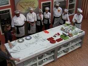 Saiba como usar melhor as facas e louças e faça bonito na cozinha! - Professores ensinam dicas de como usar as ferramentas corretamente para participantes do Super Chef Celebridades