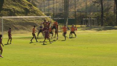 Sem partida no final de semana pelo Brasileiro, Galo faz jogo-treino com o Villa Nova - Atlético-MG venceu por 2 a 1. Técnico Cuca aproveitou para testar jogadores e usou dois times durante o jogo-treino.