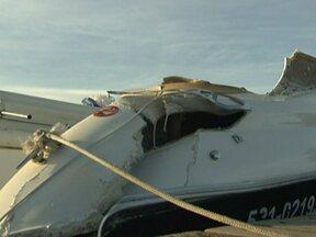 Jovem morre em acidente com duas lanchas no lago Paranoá (DF) - Uma das embarcações fez uma manobra e a outra lancha passou por cima. A polícia encontrou latas de cerveja em um dos barcos. Testemunhas começaram a prestar depoimentos na polícia. As lanchas passarão por perícia.