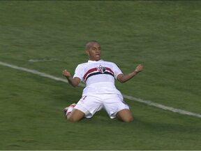 São Paulo sofre, mas consegue a vitória sobre o Sport com gol de Ademílson - Com grande atuação de Magrão, São Paulo faz 1 a 0 e fica em sexto lugar na tabela