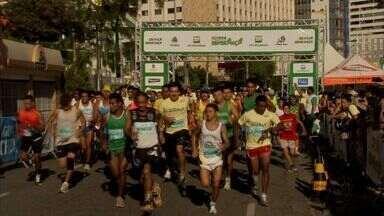 'Corrida e Caminhada da Esperança' reúne 750 pessoas em Fortaleza - Evento faz parte do projeto 'Criança Esperança', da TV Globo. Corrida ocorreu simultaneamente em outras 11 cidades