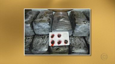 PF apreende 33 quilos de haxixe no Recife - A droga estava com um mecânico, morador de Goiânia, no estado de Goiás. Os tabletes de haxixe estavam escondidos no forro e na mala do carro que ele dirigia.