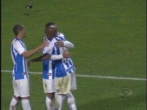 Com vitória de terça-feira, situação do Avaí deve melhor - Comentários são de Roberto Alves e Miguel Livramento.
