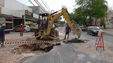 Abastecimento de água volta ao normal em Boa Viagem - Compesa concluiu o conserto da tubulação que estourou na terça (7), na Avenida Domingos Ferreira, deixando a pista inundada e provocando transtornos no trânsito.