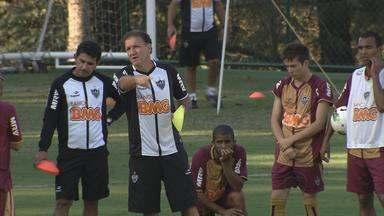 Cuca completa um ano no comando do Atlético-MG - Treinador, que chegou para livrar o Galo do rebaixamento, agora deseja conquistar o título do Campeonato Brasileiro.