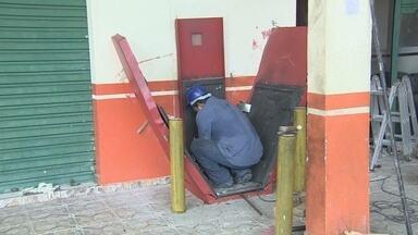 Criminosos explodem caixa eletrônico, em Manaus - Ação do grupo durou menos de cinco minutos