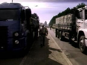 Fiscalização das polícias rodoviárias inspecionou mais de 500 veículos com carga perigosa - Mais de 100 foram notificados por irregularidades e três foram apreendidos.