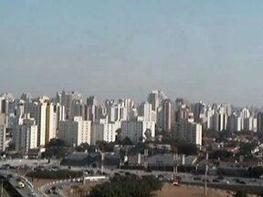 Sábado (11) será de sol na capital paulista - O dia começou frio, com 13,5Cº. Mas o dia melhorou e vai continuar ensolarado por causa da forte massa de ar seco, que impede a formação de nuvens carregadas.