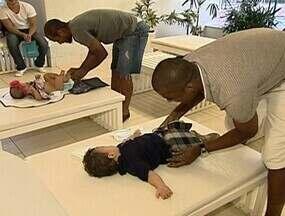 Renato Silva e Fellipe Bastos, os papais corujas do vasco - Jogadores mostram que também são muito bons em uma outra função, a de cuidar dos filhos .