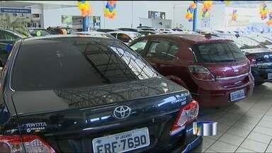 Consumidores aproveitam últimos dias de redução do IPI - Procura por carros é grande nas concessionárias de São José.