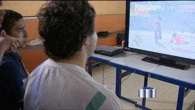 Competição de games reúne 'marmanjos' e crianças - Jogos eletrônicos inspiram jovens que estudam artes digitais.