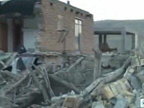 Terremotos deixam 180 mortos e mil e trezentas pessoas feridas no Irã - O epicentro do primeiro tremor, de 6,2 graus na escala Richter, foi a 60 Km de Tabriz, cidade do noroeste do Irã. Um réplica do tremor atingiu a mesma região logo após. São 60 aldeias devastadas e estradas interrompidas.