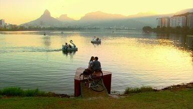 Malhação - Capítulo de segunda-feira, dia 13/08/2012, na íntegra - Ju e Dinho se beijam