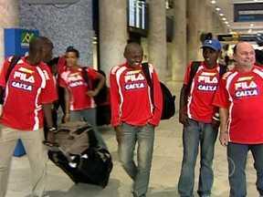 Quenianos contam com ajuda de brasileiro para disputar a Meia Maratona do Rio - Alguns dias antes da Meia Maratona Internacional do Rio de Janeiro, alguns atletas do Quênia treinaram no interior do Paraná, com a ajuda do técnico Moacir 'Coquinho'. Em 15 edições do evento, os quenianos ganharam nove.