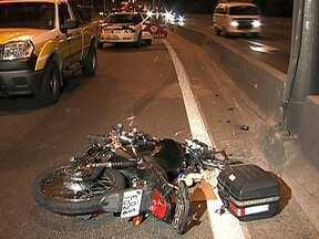 Corpo de motociclista morto em acidente fica mais de 15 horas no local - O corpo do Motoqueiro Edson Ramos Marques, de 54 anos, ficou no mesmo local do acidente das 4 horas da tarde da última sexta-feira (17), até às 8 horas da manhã deste sábado (18), à espera da perícia e do IML.