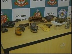 Campanha do Desarmamento mobiliza região de Assis, SP - Criada para retirar de circulação o maior número de armas de fogo, a campanha do desarmamento tem várias iniciativas, como fazer a entrega voluntária à Polícia Militar.