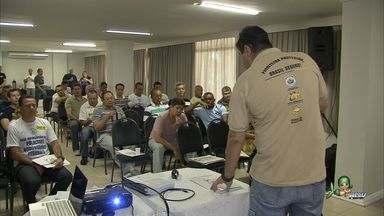 Policiais rodoviários federais se reúnem em Fortaleza - Categoria define os rumos da campanha pelo reajuste salarial em encontro no Marina Park Hotel .